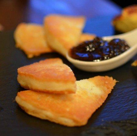 Osteria di Montegonzi: baked chees