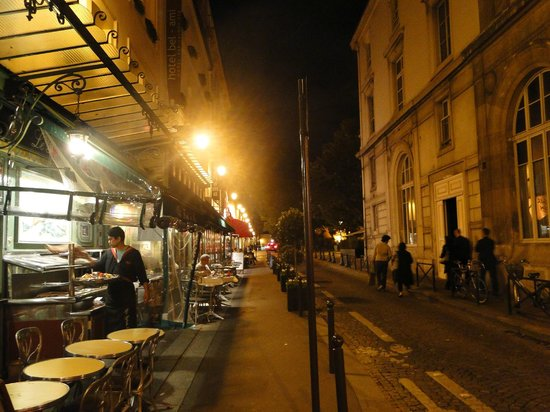 Bel Ami Hotel: The street at night