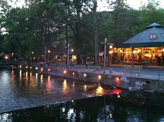 Knoebels Amusement Resort: Knoebel's riverfront at dusk