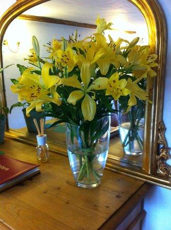 Hill Cottage Crowborough: Little touches - fresh flowers!