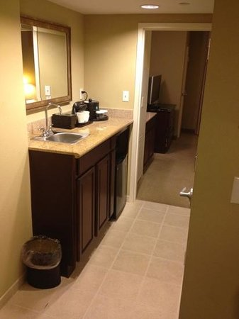 Embassy Suites by Hilton Fort Myers - Estero: Wet bar