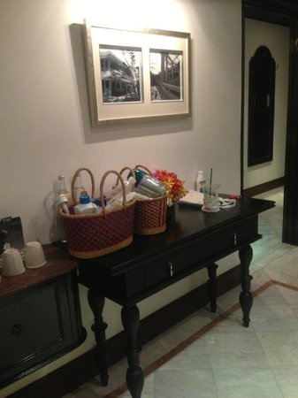 Centara Grand Beach Resort & Villas Hua Hin: Junior suite connected with deluxe club room.
