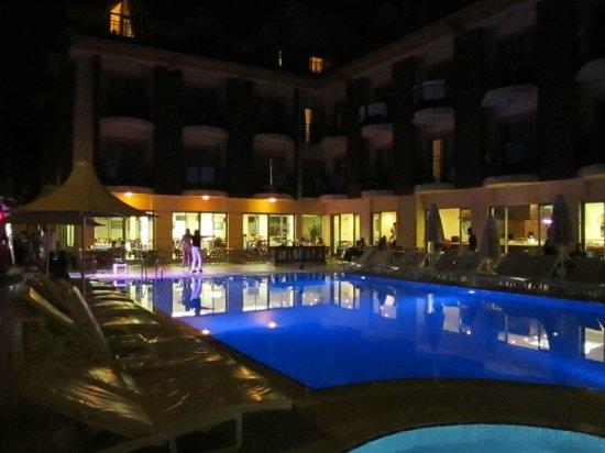 Astoria Hotel : Вечерний вид