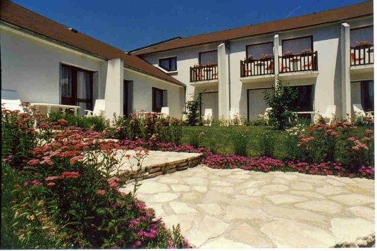 Hotel La Bonnheure : Terrasse des chambres et appartements