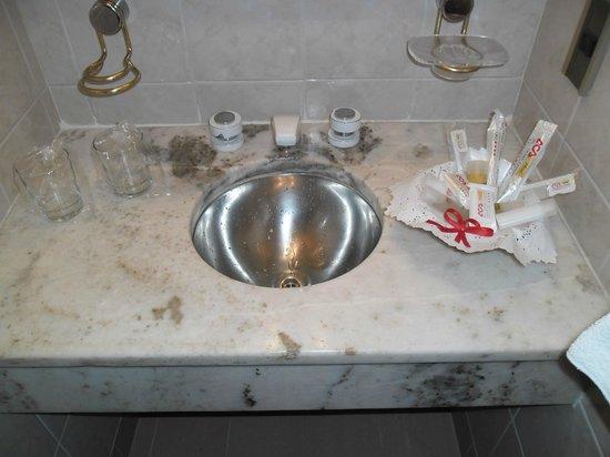 Hotel Dr. César C. Carman: muy completo el set que dejan en el baño,