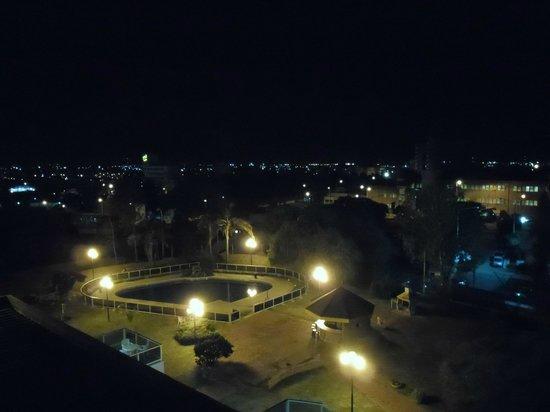Hotel Dr. César C. Carman: vista nocturna de la pileta