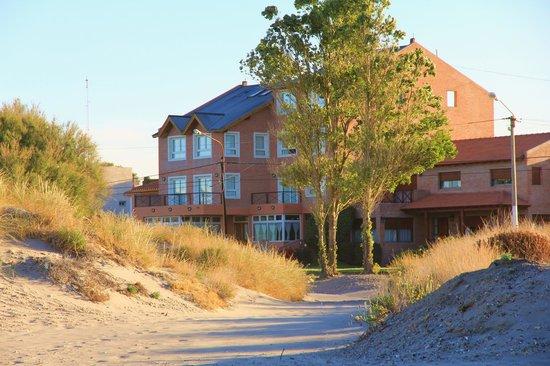 Hosteria Solar de la Costa: L'hôtel vu de la plage