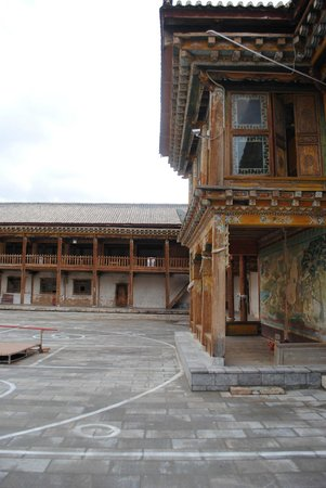 Dongzhulin Temple: Temple courtyard