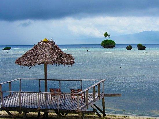 Rah Paradise Bungalows: Beach deck