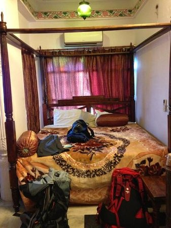 Jheel Guest House: the room