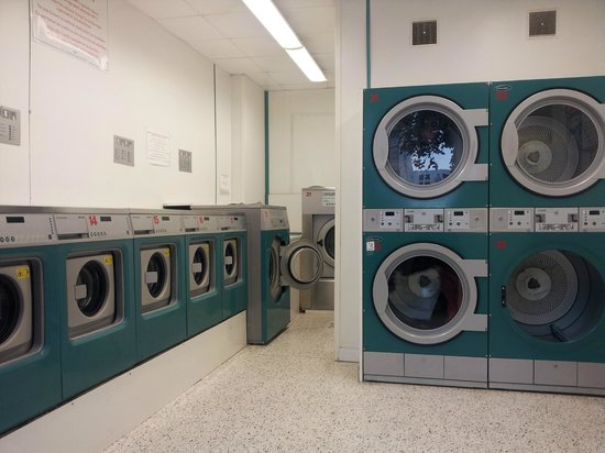 Home MODERNE: laundry facilities nearby