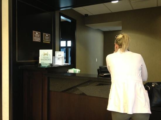 Homewood Suites by Hilton Toronto Airport Corporate Centre : front desk