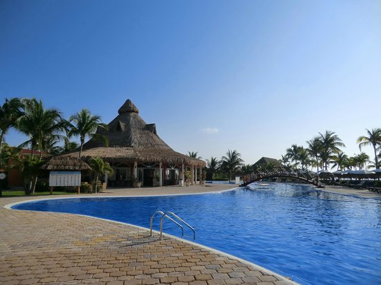 Ocean Maya Royale: Mexican and quiet pool