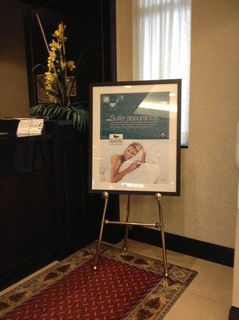 Homewood Suites by Hilton Toronto Airport Corporate Centre : suite assurance sign