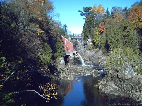 Harbour Tide Inn: The Gorge and Mill