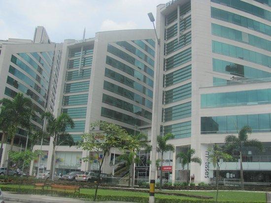 Hotel San Fernando Plaza Medellin: llegada al hotel, vista de frente