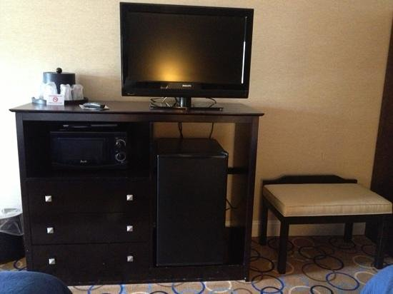 Holiday Inn Express Hotel & Suites Williamsport: tv/microwave/fridge