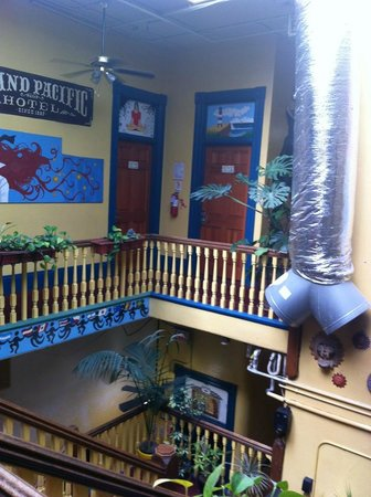 USA Hostels San Diego: upstairs