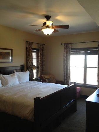 Chase on the Lake: Bedroom 1