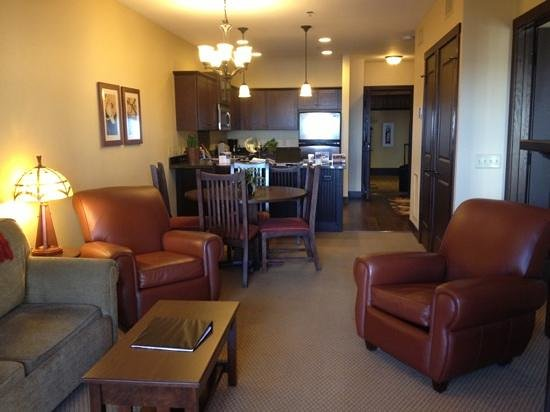 Chase on the Lake: Living area
