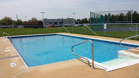 Americas Best Value Inn Palmyra/Hershey: Outdoor Pool