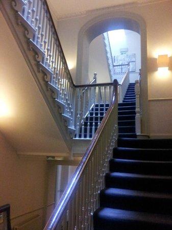 Queensberry Hotel: Stairways to bedrooms on higher levels