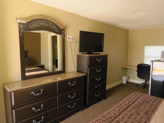 Best Inn Motel: Newly remodeled rooms with new furniture.