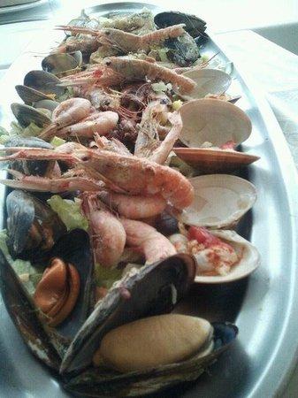 Restaurante Marisqueria Arroceria Casa Santi: Nuestra última mariscada en Casa Santi, nos salió muy bien de precio, riquísima.