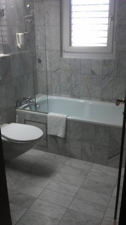 Mercure Plaza Biel : Bathroom