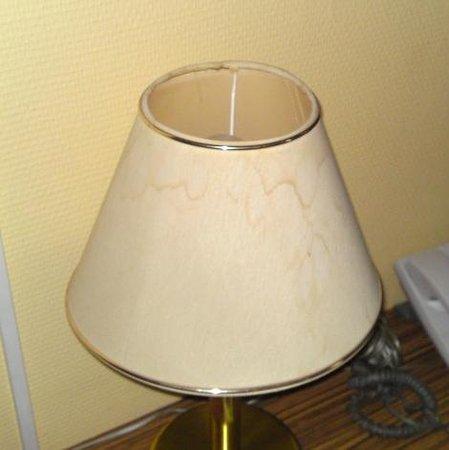 Hotel Tourist Frankfurt: Wasserflecken an der Lampe
