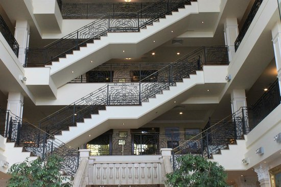 The Heritage Killenard: The stunning staircase