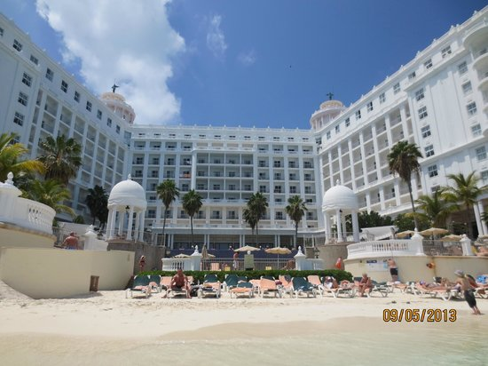 Vista piscina mar picture of hotel riu palace las for Alberca las americas