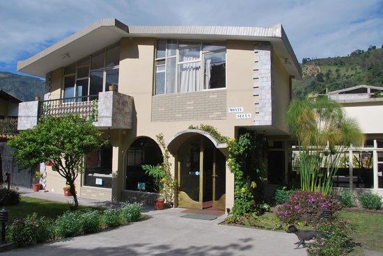 Hotel Monte Selva: la entrada