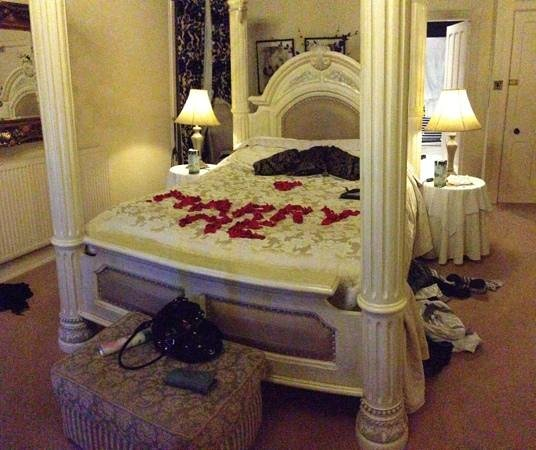 Mellington Hall Hotel: bridal suite ... and my proposal!