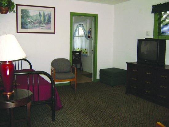 Cedar Lodge Motel: Cedar Lodge - Family Living Room