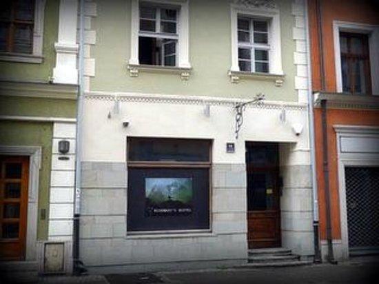 Rosemary's Hostel : veduta dalla srada