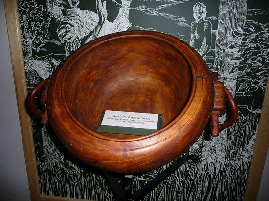 Corlea Trackway Visitor Centre: Replica of poplar cauldron