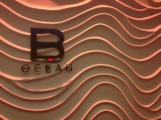 Sonesta Fort Lauderdale Beach: funky lobby