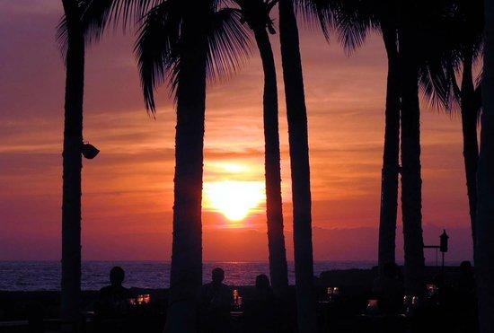 Puerto Vallarta's El Malecon Boardwalk: Sunset view from Malecon