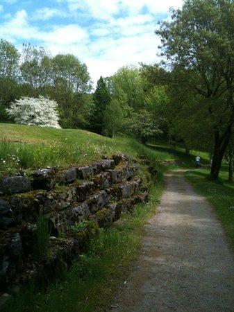 Domaine du Val de Sorne : En allant vers le 18, vielles pierres et jeunes fleurs
