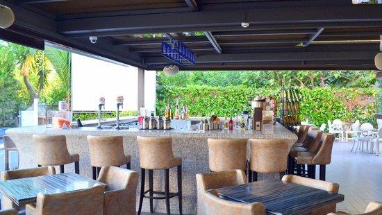 هوتل كونتيسينا: Bar