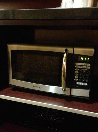 Ayres Hotel Redlands : Clean microwave