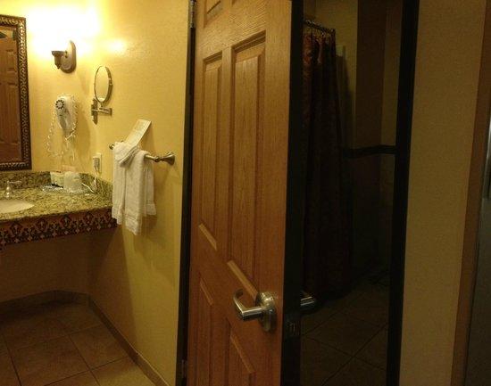Ayres Hotel Redlands: Vanity/sink area open to room, door to bathroom with toilet and shower