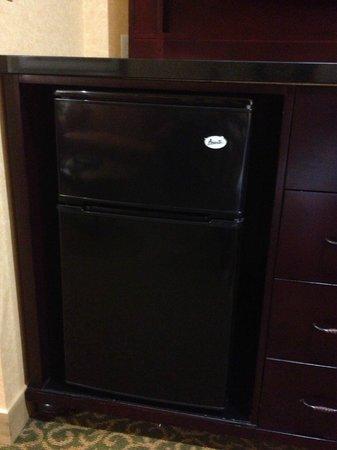 Ayres Hotel Redlands: Mini-fridge