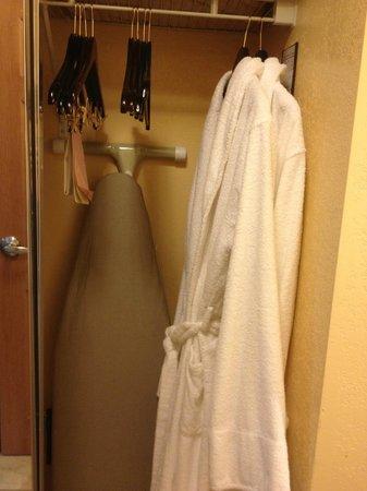 Ayres Hotel Redlands: 2 robes provided