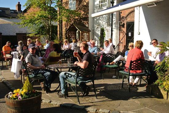 Restaurant at The Swan Tarporley: Beer Garden