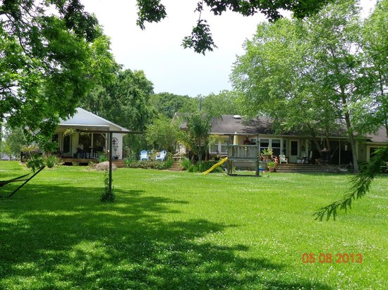 Bayou Rose Bed & Breakfast Cottage: View from the Vermillion River