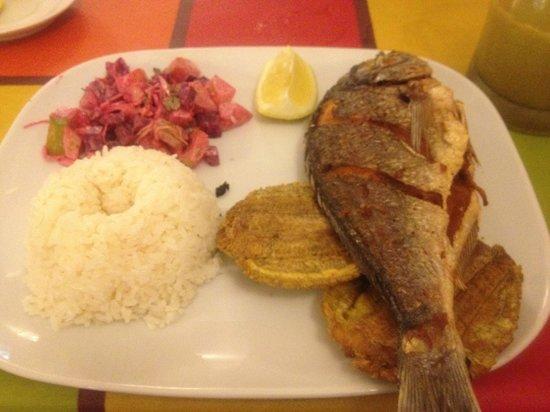 La Fonda Paisa: Pescado frito