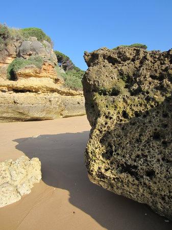 Praia dos Olhos de Água: April 2013
