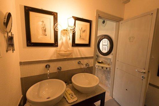 La Torretta: Salle de bain vue 2